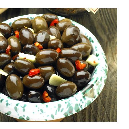 Organic Spiced Whole Black Olives Glass Jar Black Olive Condiment 220g